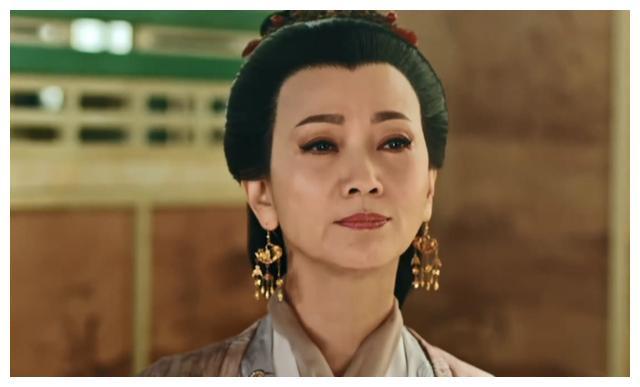 都是70年代出道的老戏骨了,为何赵雅芝和惠英红的演技差距如此大