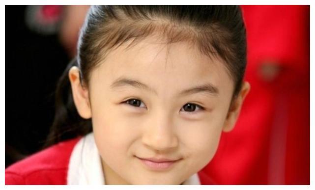 """赵丽颖""""徒弟"""",冯绍峰""""女儿"""",4岁出道,14岁遭网暴退圈"""
