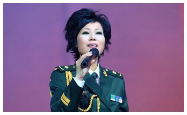 她是电视剧歌后,患癌后切乳保命,终在演唱会上复发遗憾逝世
