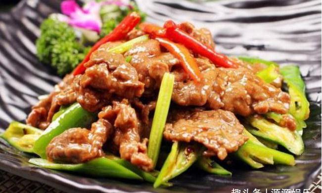 精选美食:小炒牛肉,青笋炒木耳,泡椒猪皮,剁椒鸡腿蒸土豆做法