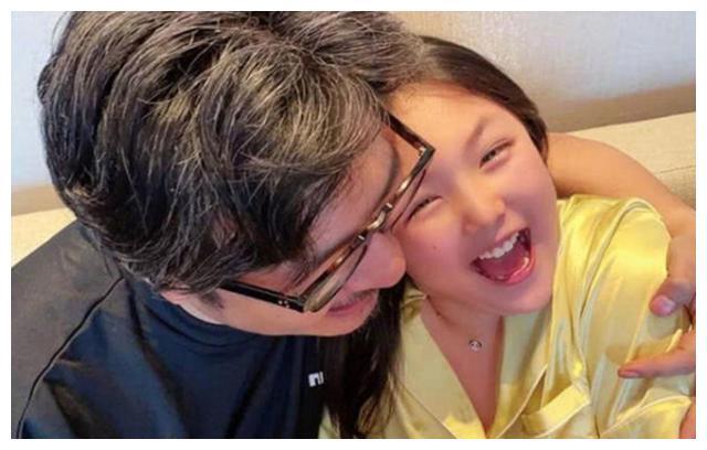 李湘富养女儿有错吗,没在娱乐圈的她,还是躲不开是非