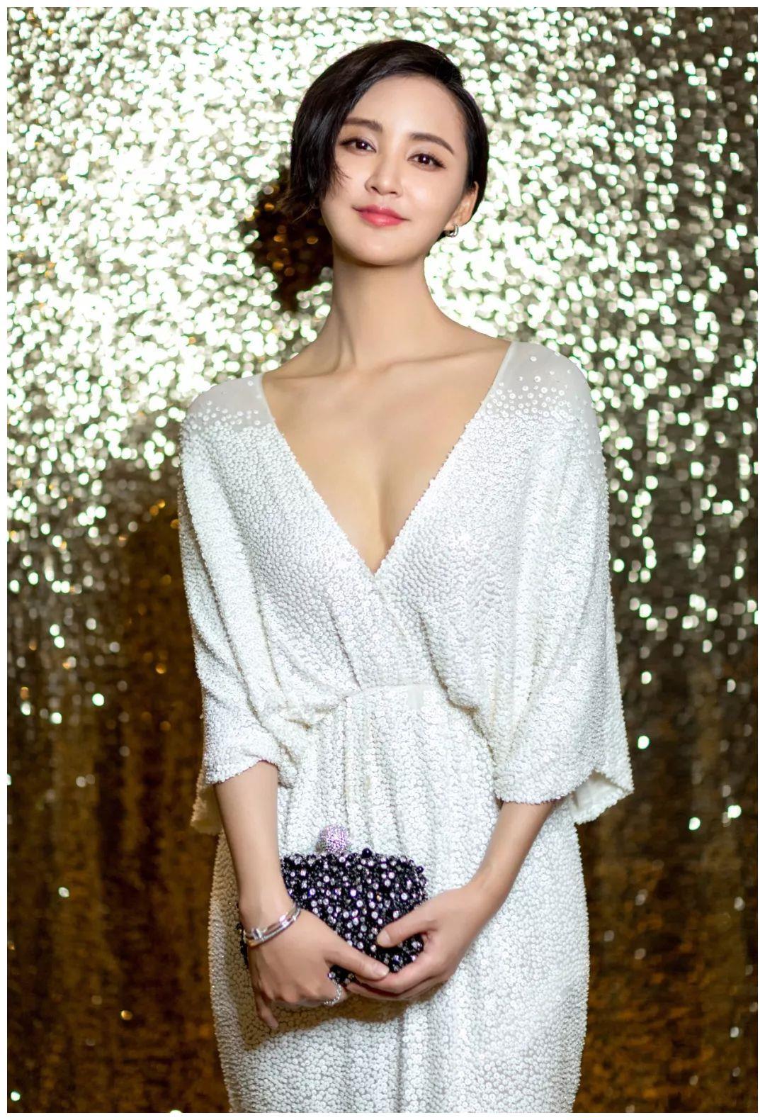 盘点四川出生的五位最美丽的女星, 个个美若天仙,喜欢哪一个?