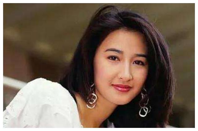 曾被认为是关咏荷接班人,在香港内地都成功走红,如今成人生赢家