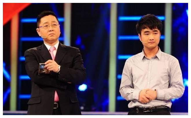 涂磊主持的《非你莫属》,跟张绍刚相比,只是差了10个黄健翔!