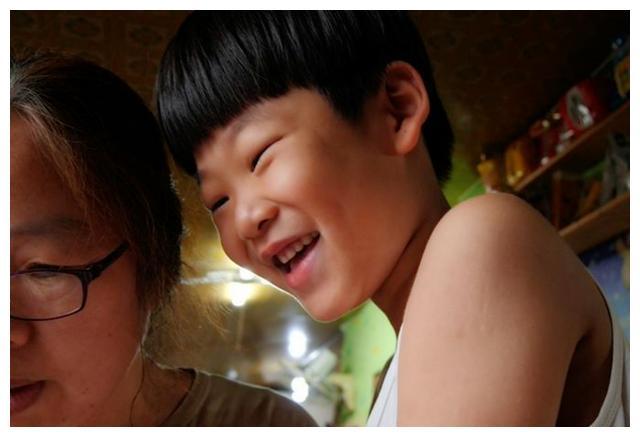 《同行》:7岁孩子被妈妈抛弃,紧闭双唇1年6个月,谁令他开口?