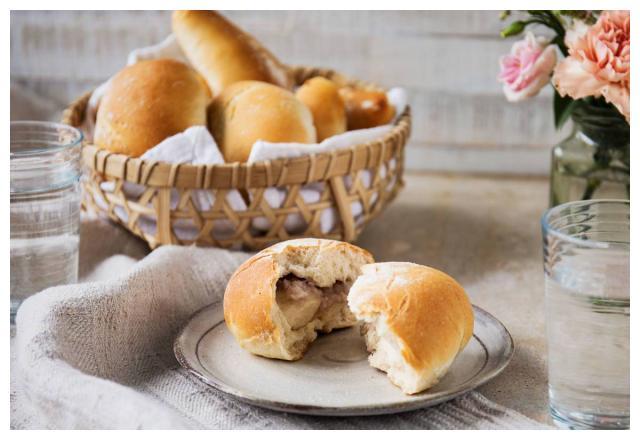 一分钟学美食:松软糯香~芋泥面包的做法