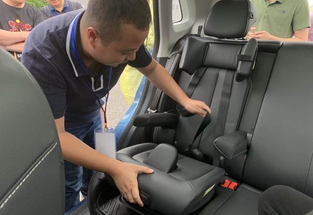 儿童安全座椅可以保障儿童的乘车安全,为何在国内的普及率如此低