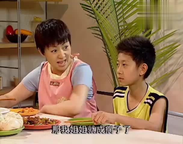 姐弟二人饭桌上争执,刘梅偏袒小雪,刘星演戏被众人嘲笑