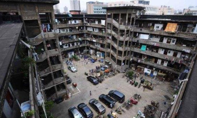 """上海""""最典型""""的城中村,有70多户在此居住,被称""""猪笼城寨"""""""