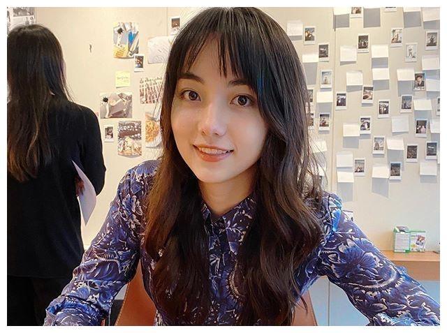 围棋天才美少女黑嘉嘉天生丽质,跨界进娱乐圈发展,26岁仍是单身