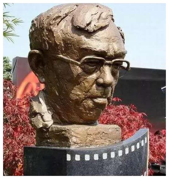 2008年谢晋葬礼上,刘晓庆拿出一袋现金:不收我就撒在追悼会