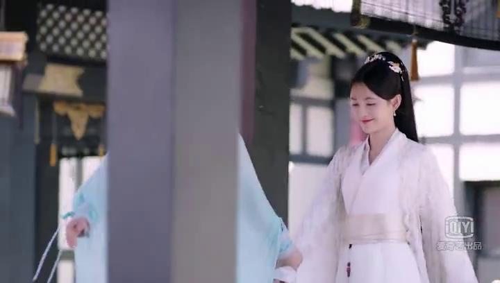 女子自己想做王妃,所以故意称呼王妃为韩姑娘,直接被小师妹打脸