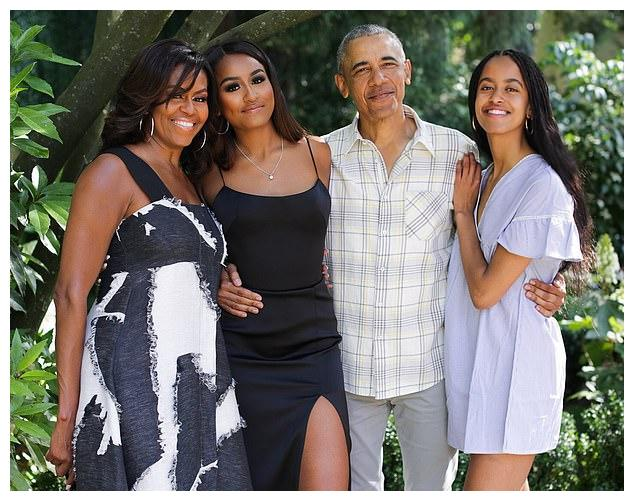 奥巴马哈佛大女儿大一就恋爱,没毕业就订婚!和男友秀恩爱太腻歪