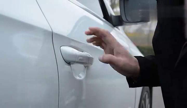 汽车门把手可以我们判断车距,知道门把手的秘密,让你行车更安全