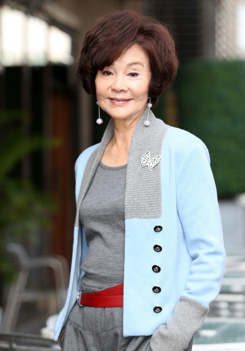 归亚蕾,清雅慈眉,从容淡定,让人感叹女人老了也是可以这样美!