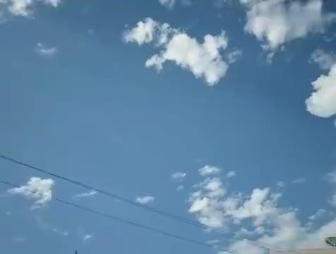 新疆乌鲁木齐晚上八点,还是蓝天白云的