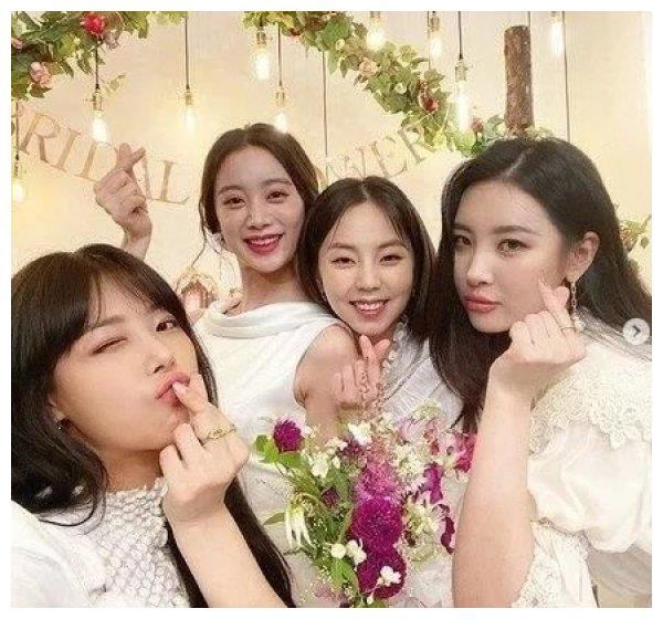 WonderGirls终于合体!惠林结婚前四人合照曝光