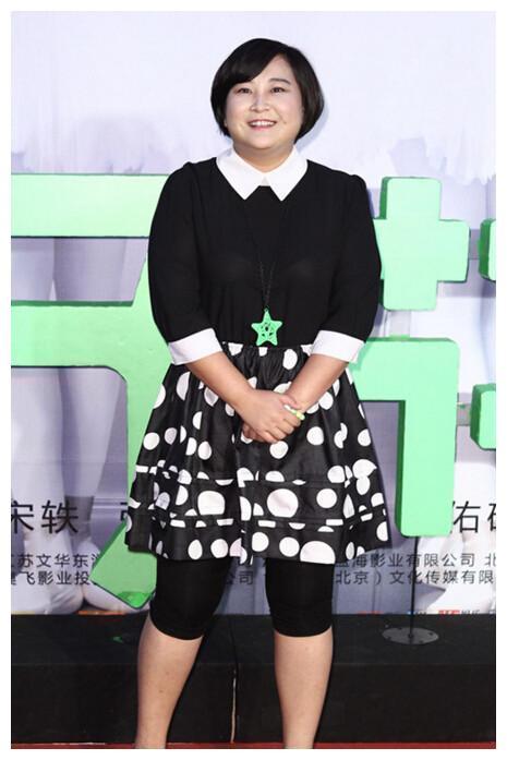 贾玲成功瘦身成网红脸 ! 可她却表示: 我怕观众不喜欢我了