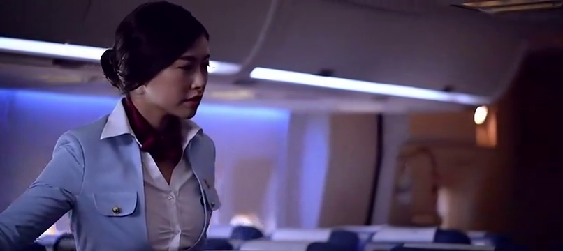 绝命航班:飞机上传来尖叫声,空姐上前一看瞬间吓晕了过去