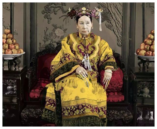 慈禧的金丝楠木棺材后来为何被涂上红漆?连溥仪也羞于说出原因