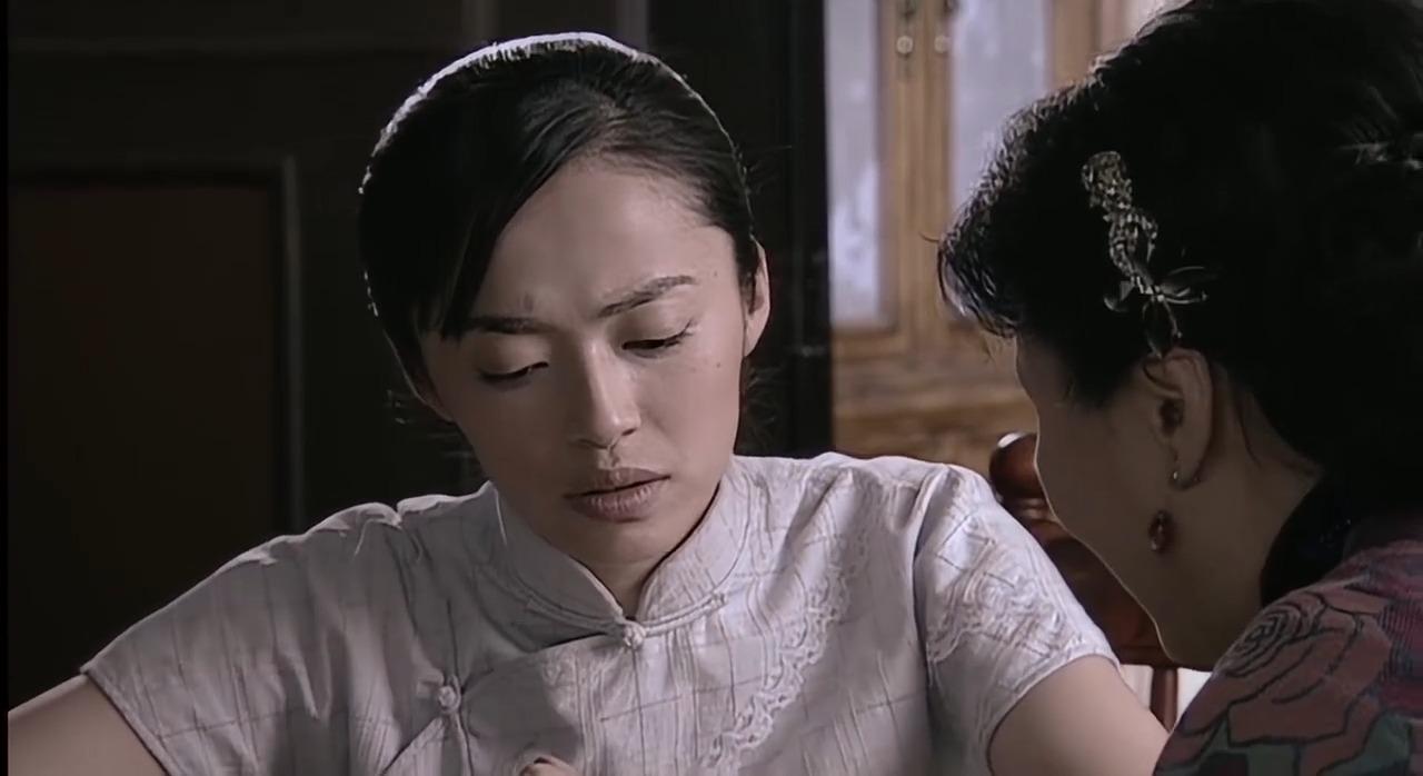 潜伏:站长夫人教翠平学习麻将,还给她看金条是什么样子的