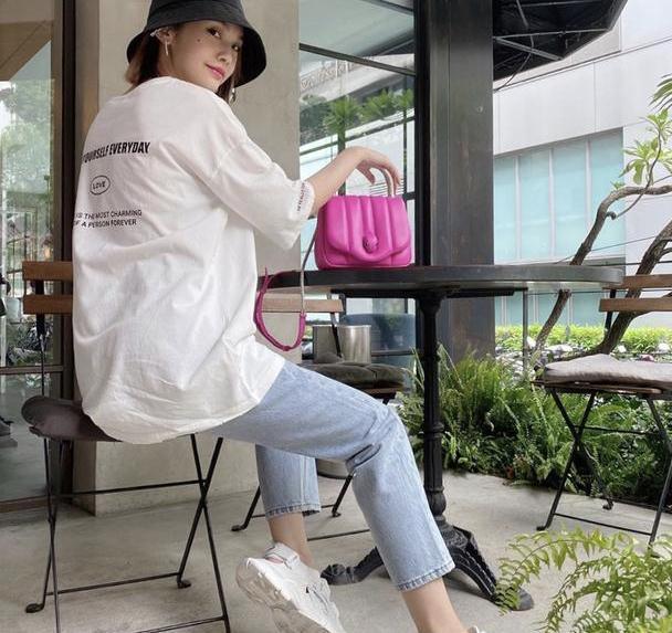 杨丞琳婚后状态更优越,简约白色T恤+牛仔裤,细品还真有品味