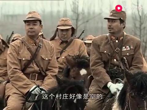 小鬼子带兵骑马冲锋,李云龙临危不惧,直接一枪爆头击杀鬼子军官