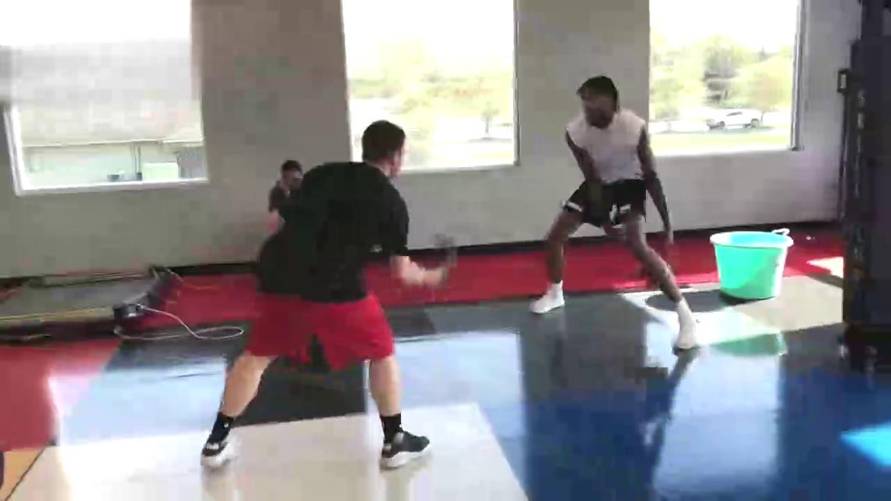 看看美国的篮球训练英格拉姆与米卡兰卡斯特日常训练