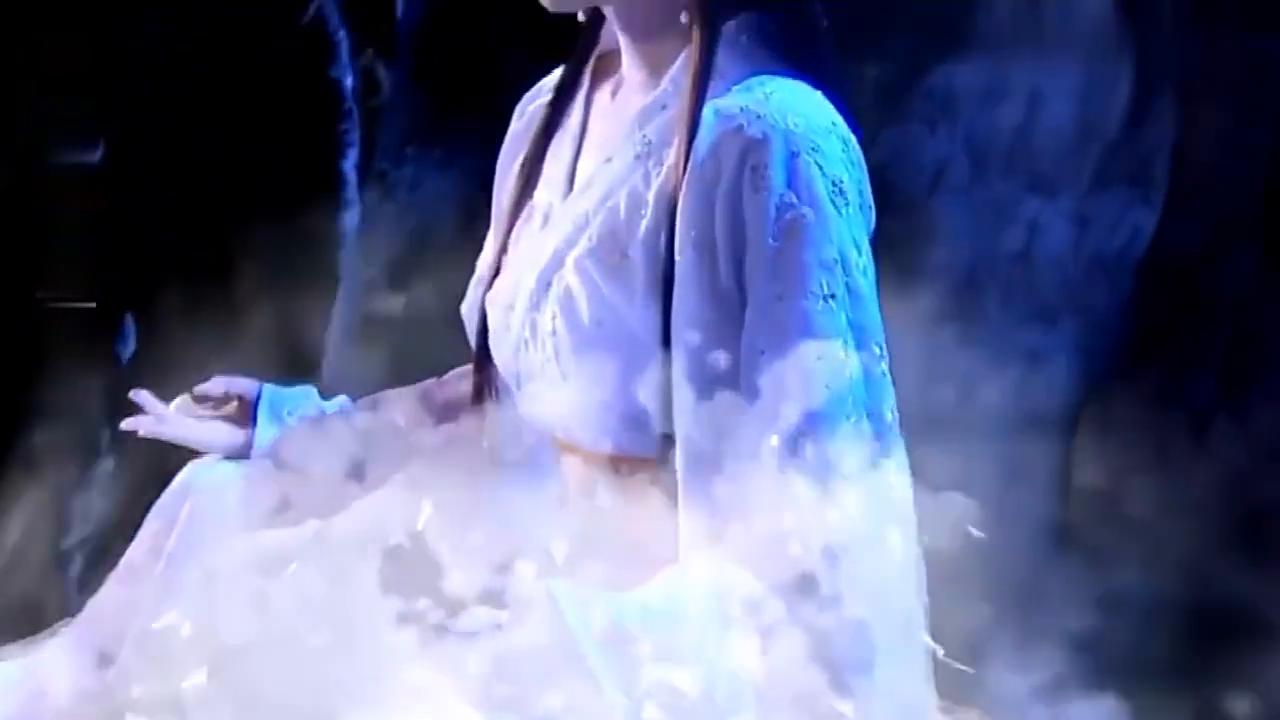 美女蛇妖因触犯天条,被罚冰封千年