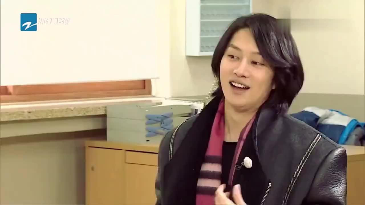 """得知见不到偶像李敏镐后,袁咏仪掀桌""""狂揍""""金希澈,场面一度不"""