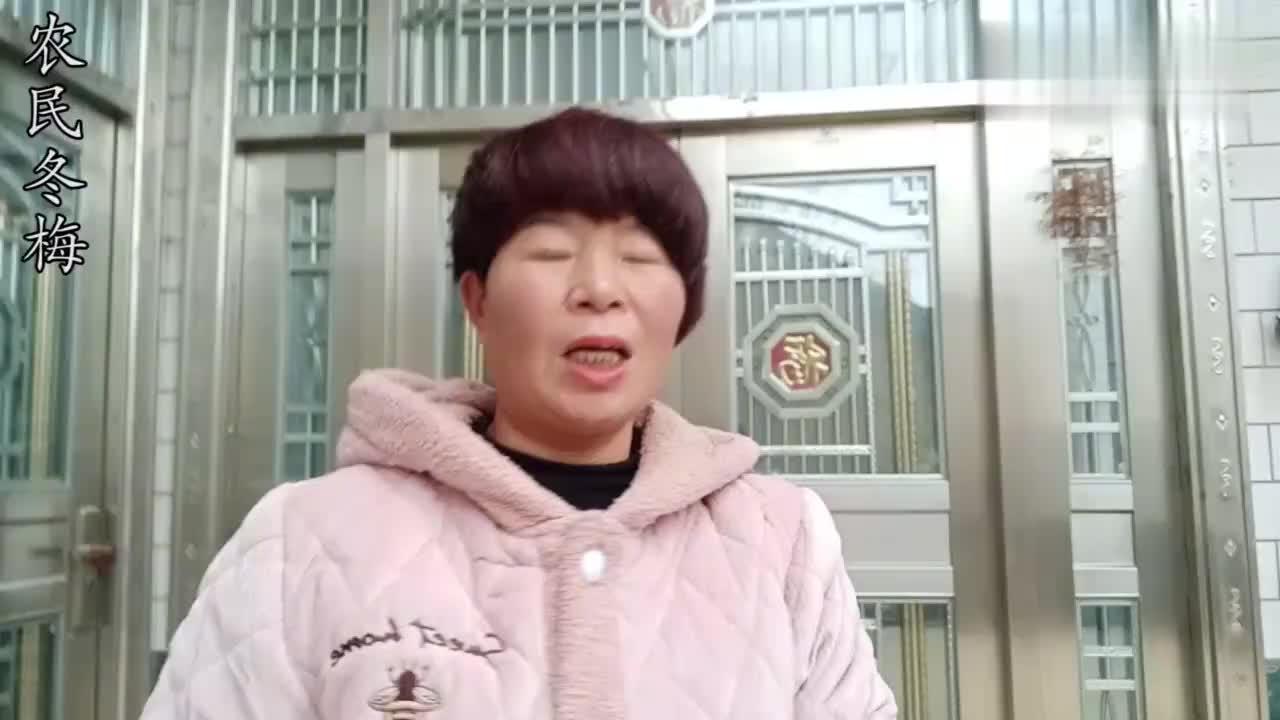 河南农村溜萝卜,76岁爷爷带着老伴干了一下午,战利品能吃到过年