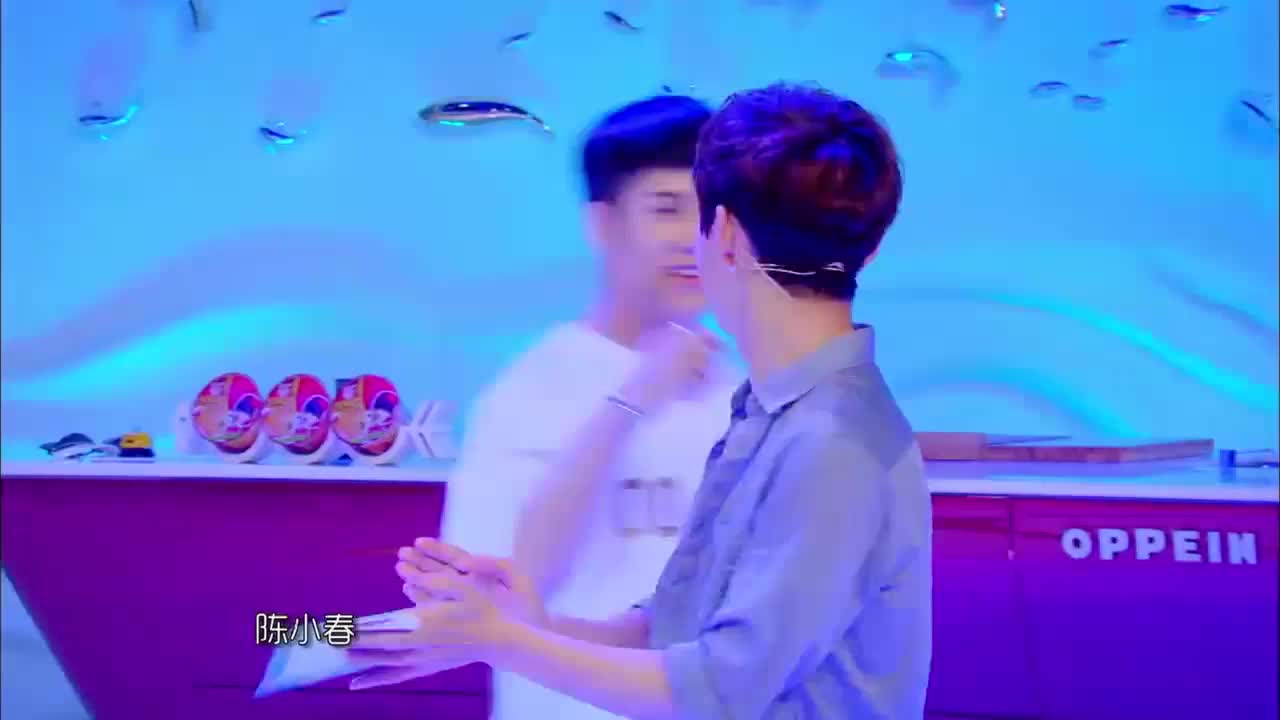 王嘉尔的偶像是陈小春,一见偶像就紧张得不行,是怕被收保护费吗