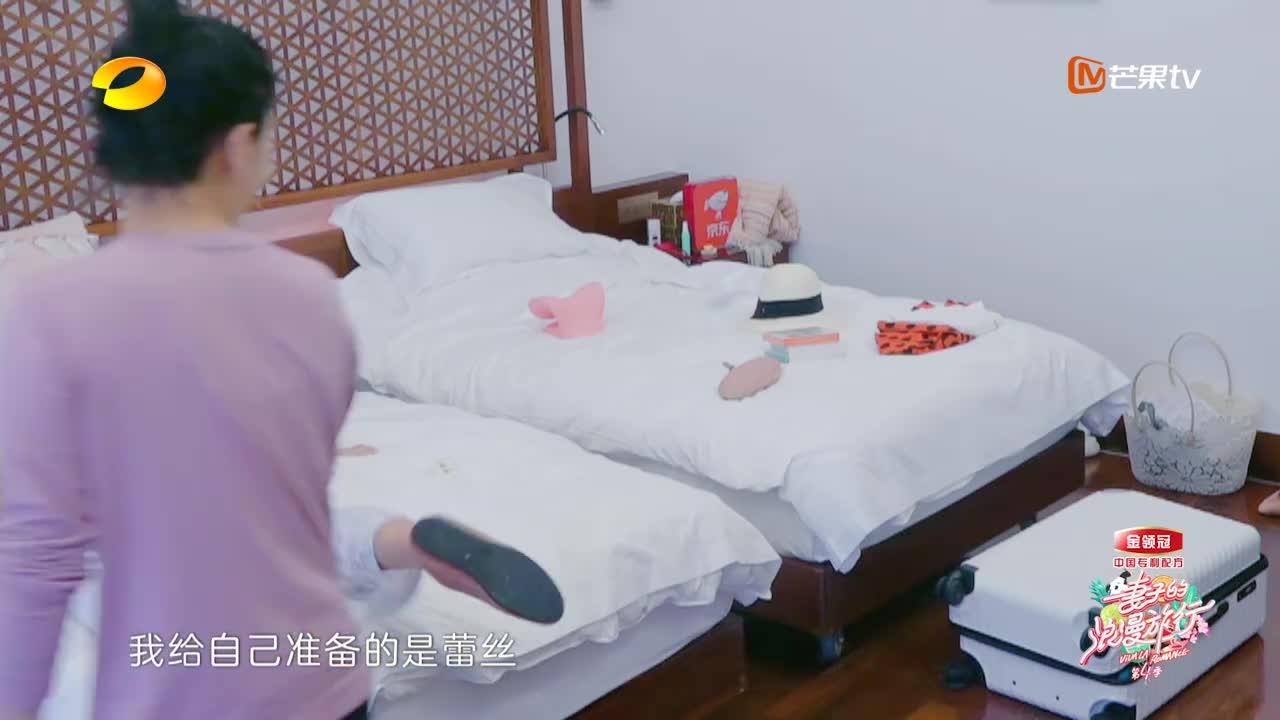 袁弘给张歆艺准备大红肚兜当泳衣,二姐疯狂咆哮:我要杀了你!