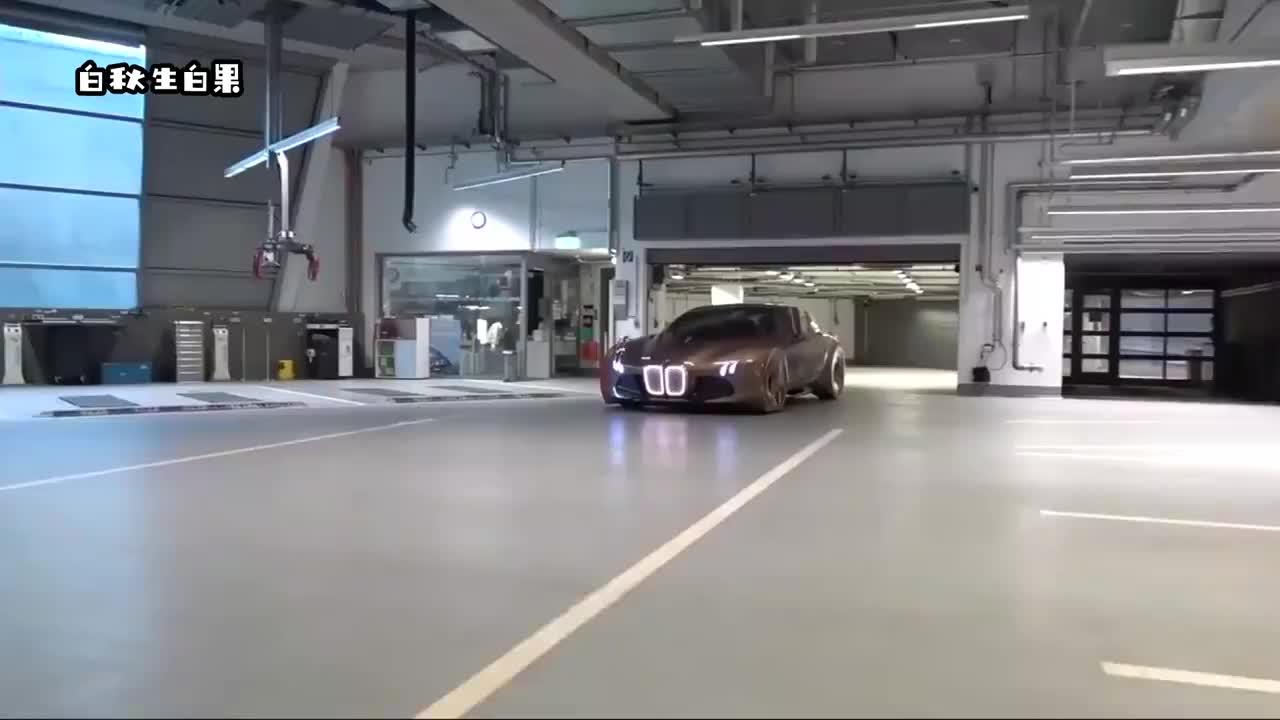 女土豪试驾宝马限量跑车,若不是有视频,车门都不会开