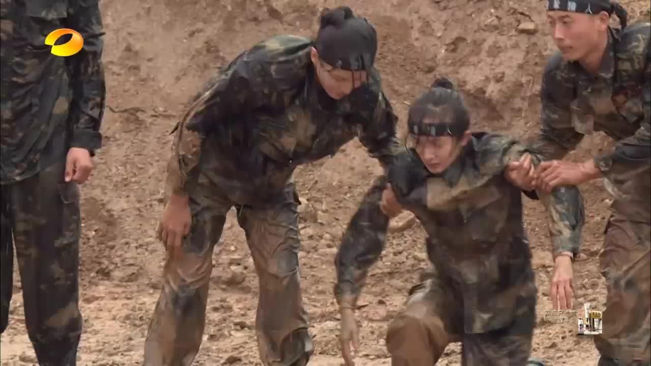 黄子韬杨幂等人,又被教官罚做圆木仰卧起坐,这才是真正的部队!