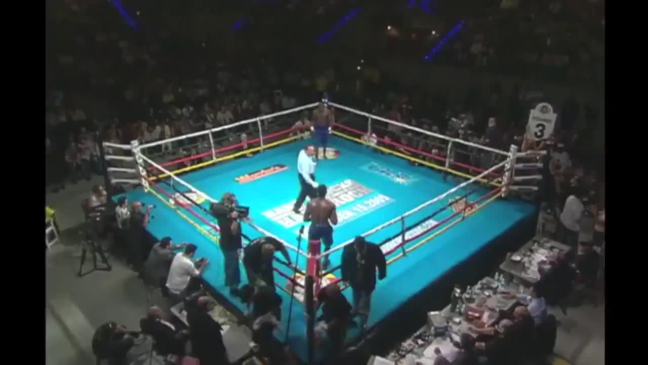 拳坛击倒专家米兰达可不是浪得虚名,玩重拳对攻没人是他对手