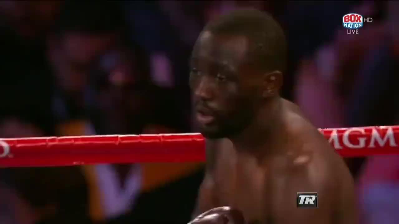 赛前霍恩扬言一回合秒杀克劳福德,结果自己惨遭KO场面狼狈