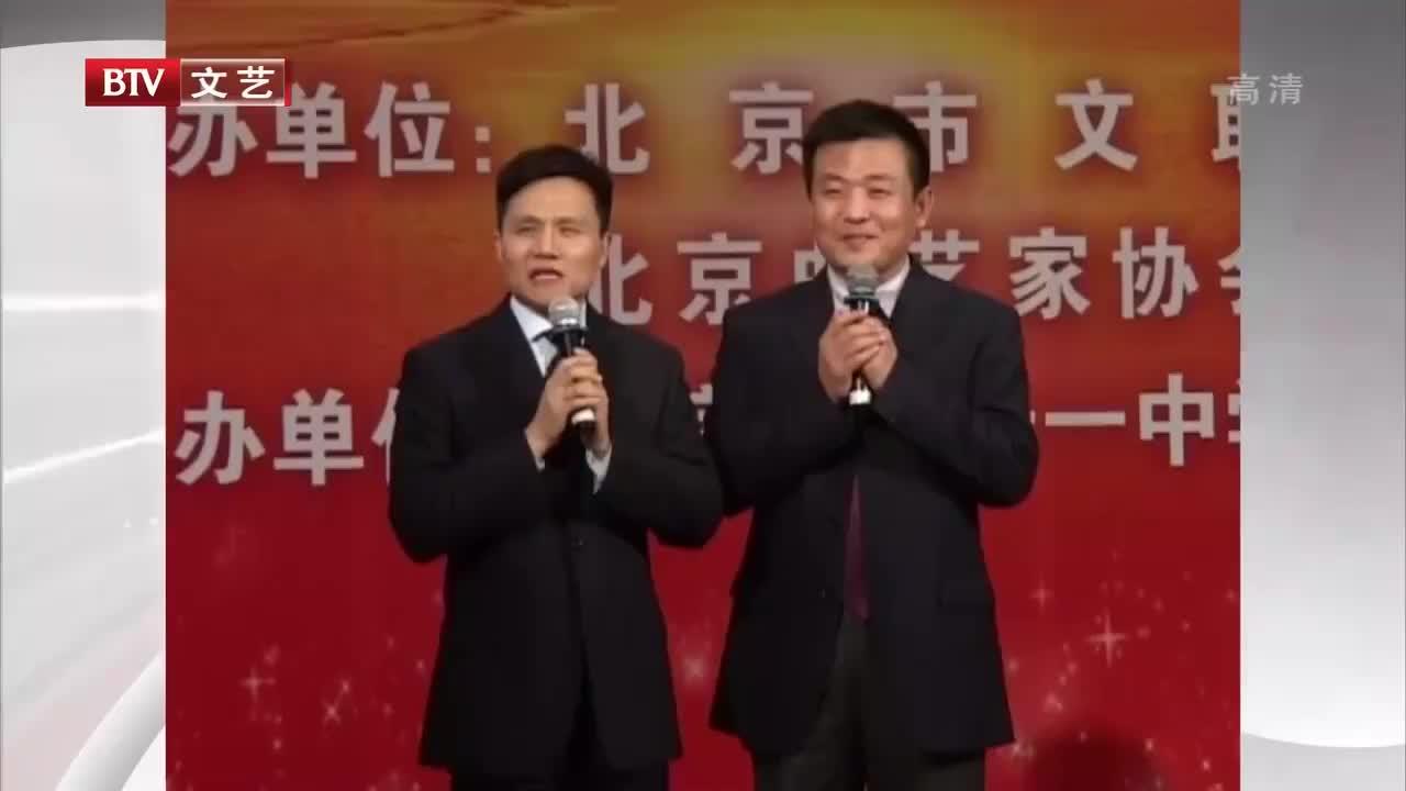 搞笑相声《学外语》,李伟健学英语方法太有趣,现场示范逗笑观众