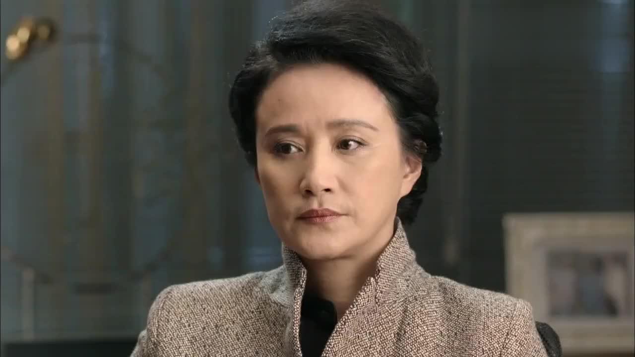 肖程不同意让何晶背黑锅道歉,为了保护何晶,提出辞职