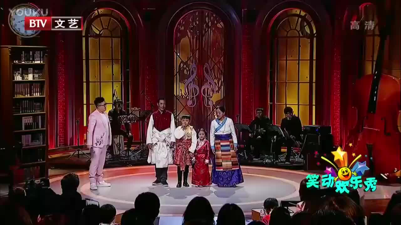 西藏男孩携带全家人登台,男孩爸爸真正开口跪,嗓音太赞了