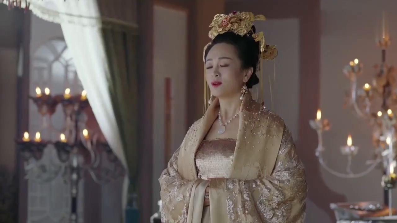 扶摇来到皇宫不再是圣女,从此就是无极的太子妃