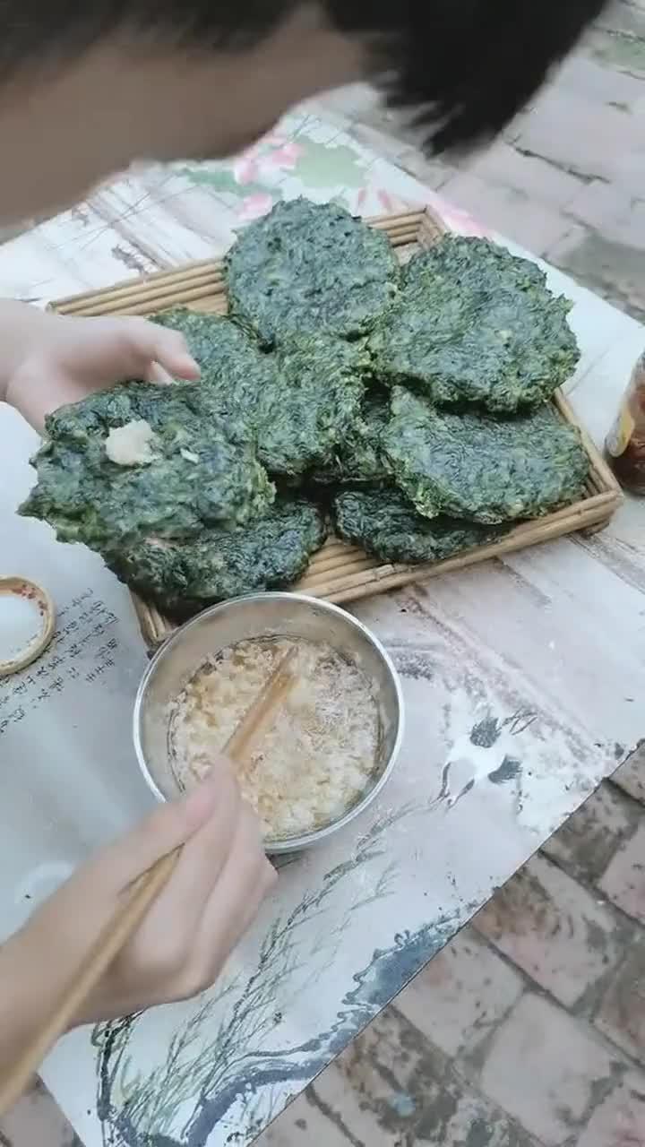 红薯叶子做的饼,有多少人吃过,还排毒养颜顺肠道!
