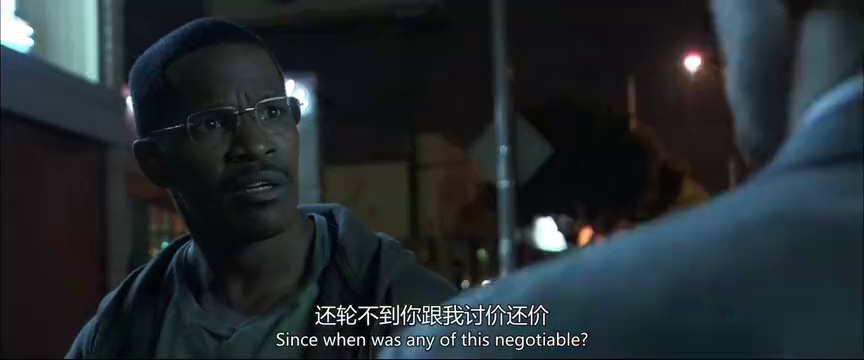 杀手陪黑人探望他妈妈,在电梯里碰到警察,非常淡定的和警察交谈