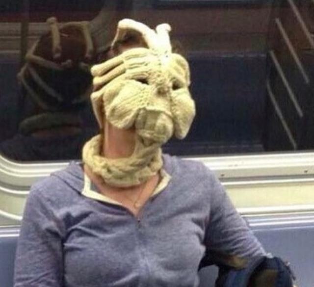 地铁上见到的那些奇装异服,这一定是我上车的方式不对