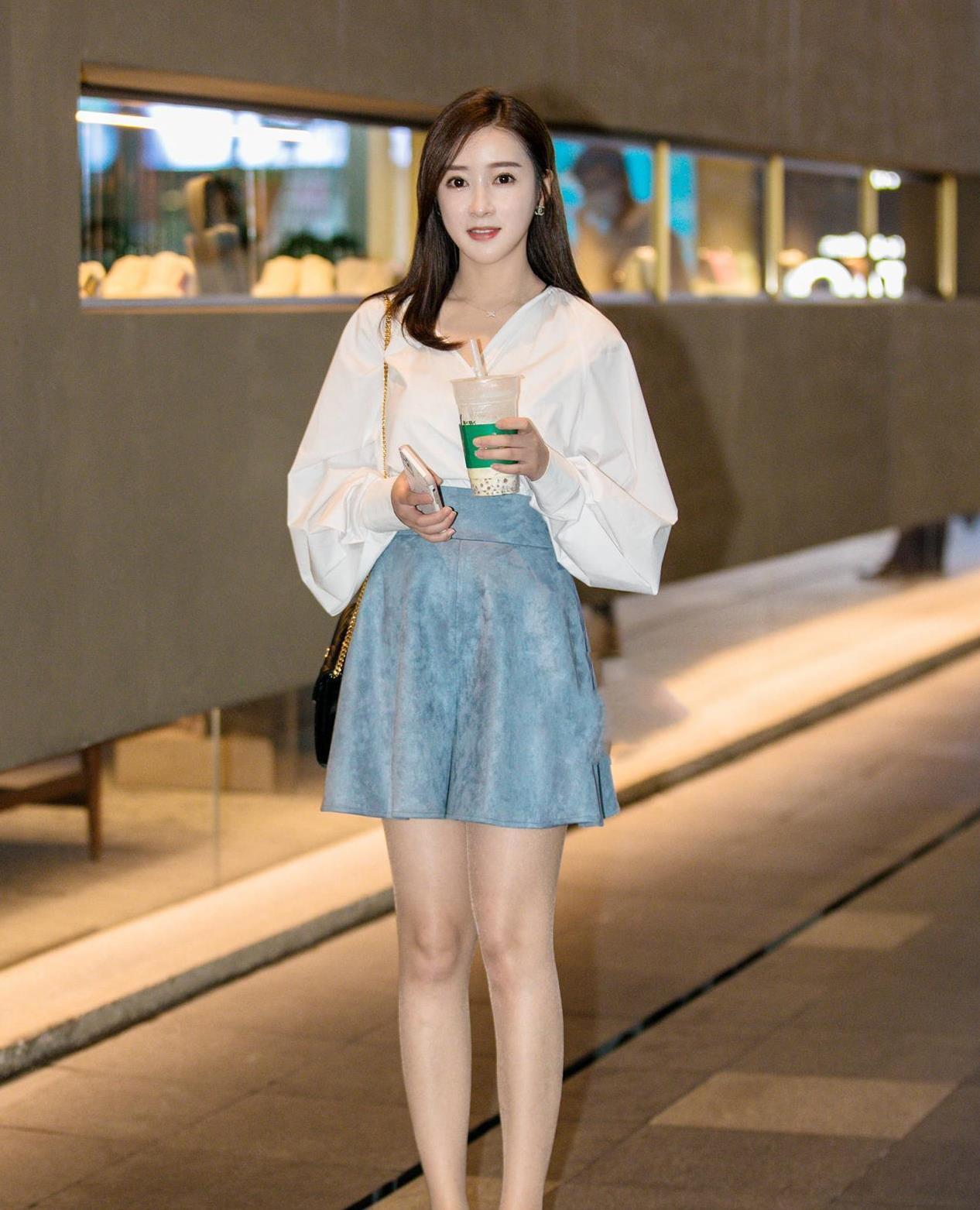 超好看的韩版上衣,搭配吊带与短裤,版型时尚,谁穿都好看