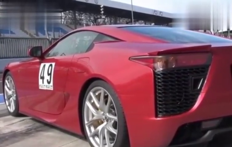 雷克萨斯LFA秀排气,V10大引擎让你感受到声浪的魅力所在