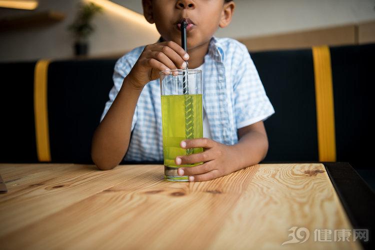 3种小孩都能喝的饮料,却被儿科医生拉黑?原因找到了