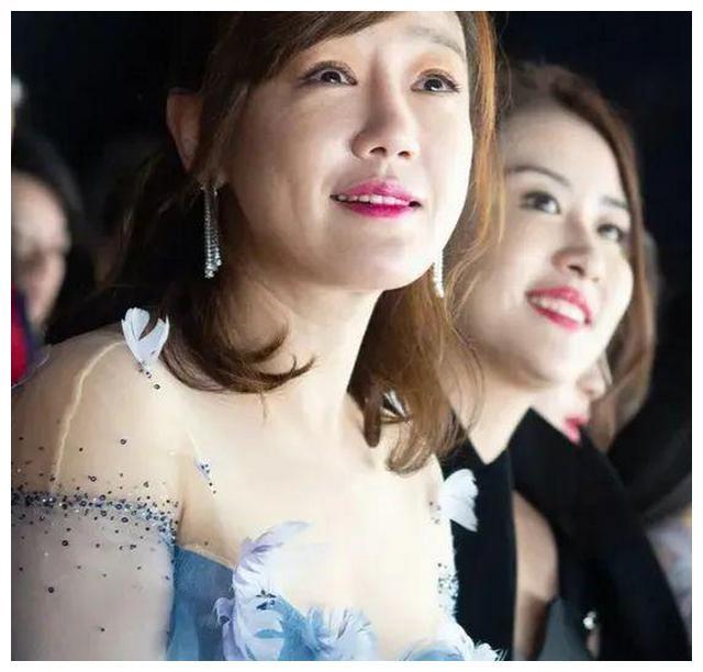 女星幸福胖,薛佳凝皈依佛门心情好,赵丽颖嫁给对的人