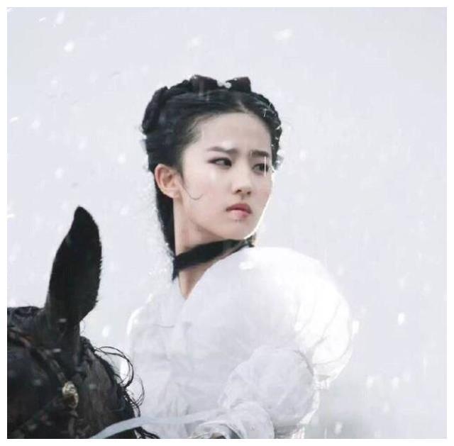 刘亦菲和李若彤演的小龙女都被视为经典!哪个更符合原著?