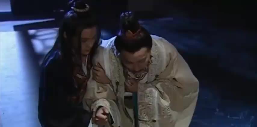 皇帝病入膏肓,竟跪下求太子善待成姣,哪料说完吐血驾崩!